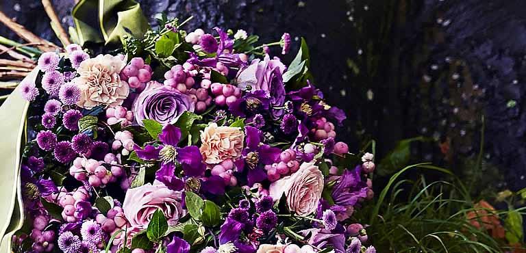Send funeral bouquets online